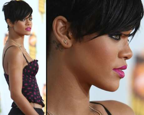 Here Rihanna uses the heavy liner/mascara combined with the pink lip to pull off her dramatic look.